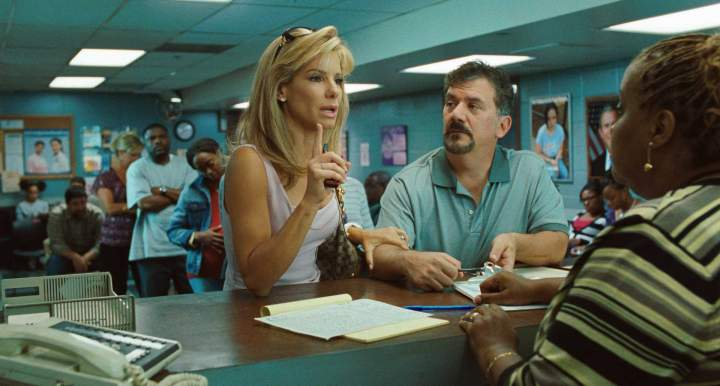 the movie review the blind side The blind side (2009  so when the creative loafers at sportschumpnet asked me to review the blind side, a sports movie i would never see,starring an actress i .